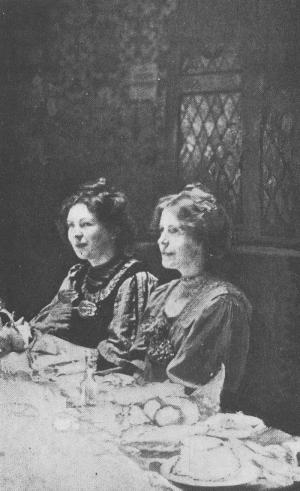Christabel Pankhurst y Annie Kenney